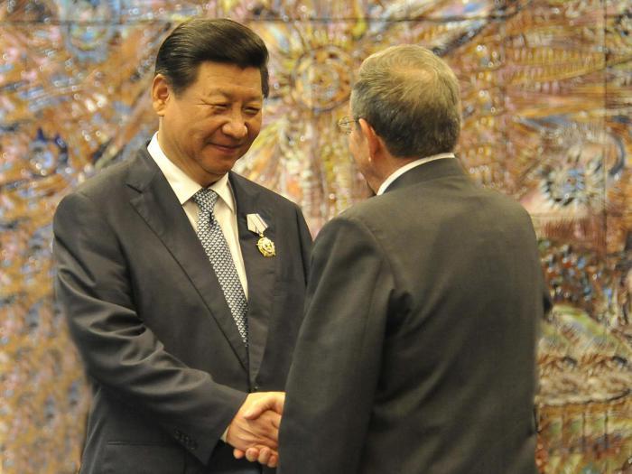 Xi Jinping exprime à Raul sa volonté d'écrire ensemble un nouveau chapitre de l'amitié sino-cubaine